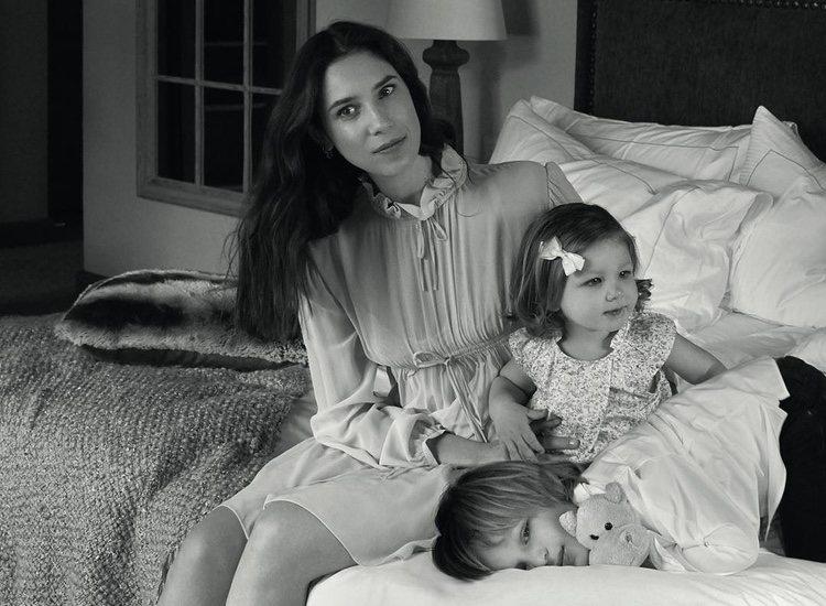 Tatiana Santo Domingo posando con sus hijos Sasha e India