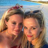 Reese Witherspoon celebra en la playa el 4 de julio