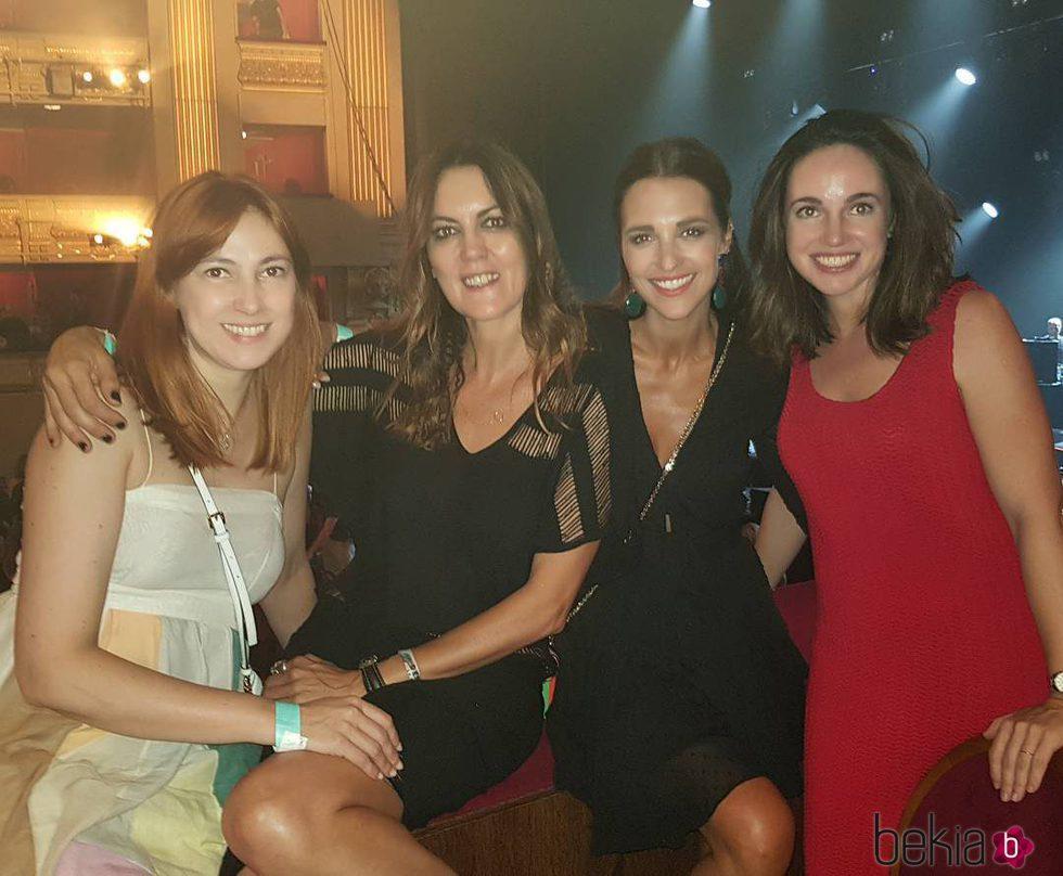 Paula Echevarría junto a varias amigas en el concierto de Sting en Madrid