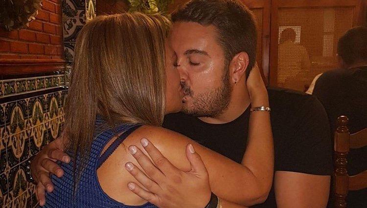 Miguel Marcos besando a Belén Esteban durante la fiesta de su 30 cumpleaños
