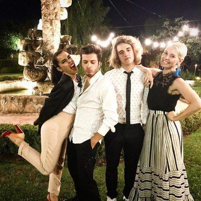 Beatriz Luengo, Blas Cantó, Manel Navarro y Soraya disfrutando en una boda