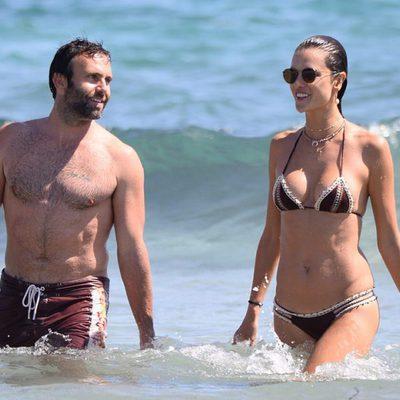 Alessandra Ambrosio y Jamie Mazur durante sus vacaciones en Ibiza