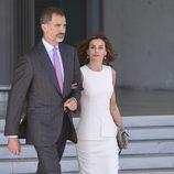 Los Reyes Felipe y Letizia en su despedida en Barajas al comienzo de su Viaje de Estado a Reino Unido