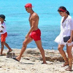 Cristiano Ronaldo, Georgina Rodríguez y Cristiano Ronaldo Junior en Formentera