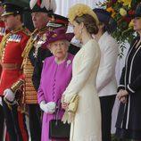 La Reina Isabel charla con la Reina Letizia en la ceremonia de bienvenida a los Reyes de España por su Viaje de Estado a Reino Unido