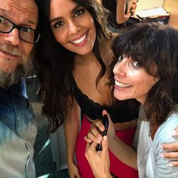 Cristina Pedroche con Santiago Seguro y Maribel Verdú en el primer día de rodaje de 'Sin filtros'