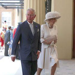 El Príncipe Carlos y Camilla Parker llegan a Buckingham Palace para un almuerzo con los Reyes Felipe y Letizia