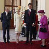 Los Reyes Felipe y Letizia llegan a Buckingham Palace con la Reina Isabel y el Duque de Edimburgo en su Viaje de Estado a Reino Unido