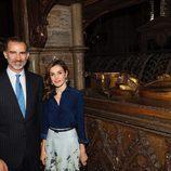 Los Reyes Felipe y Letizia visitan la tumba de Leonor de Castilla en la Abadía de Westminster