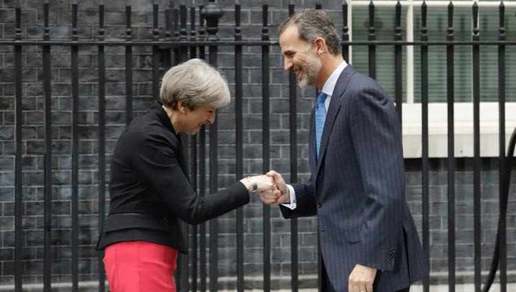 Theresa May recibe al Rey Felipe en el 10 de Downing Street
