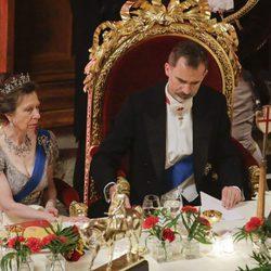 El Rey Felipe y la Princesa Ana en la cena de gala en Guildhall