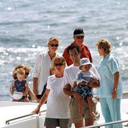 La Reina Sofía, la Infanta Elena, Jaime de Marichalar, Froilán, la Infanta Cristina, Juan Urdangarin, Ana María de Grecia y Alberto y Paola de Bélgica en M