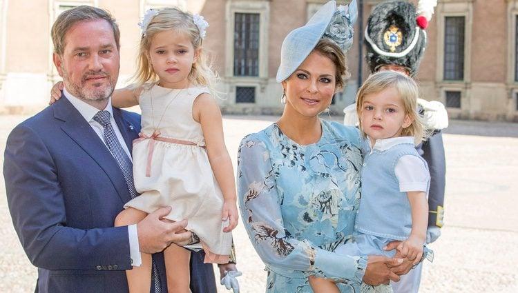 Magdalena de Suecia y Chris O'Neill con sus hijos Leonor y Nicolás en el 40 cumpleaños de Victoria de Suecia