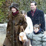 La Infanta Elena, muy abrigada junto a Froilán en Navidad de 2004