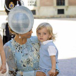 Magdalena de Suecia mira con ternura a su hijo Nicolás en el 40 cumpleaños de Victoria de Suecia