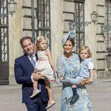 Magdalena de Suecia y Chris O'Neill con la Princesa Leonor y el Príncipe Nicolás en el 40 cumpleaños de Victoria de Suecia