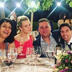 Secun de la Rosa, Yolanda Ramos y Adrián Lastra en la boda de Canco Rodríguez