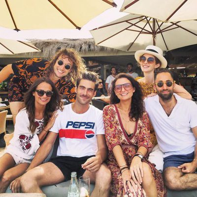 Alicia Vikander, Jon Kortajarena y otros amigos en Ibiza