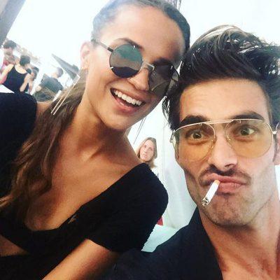 La selfie de Alicia Vikander con Jon Kortajarena en Ibiza