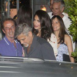 George Clooney Amal Alamuddin yendo a cenar en pareja