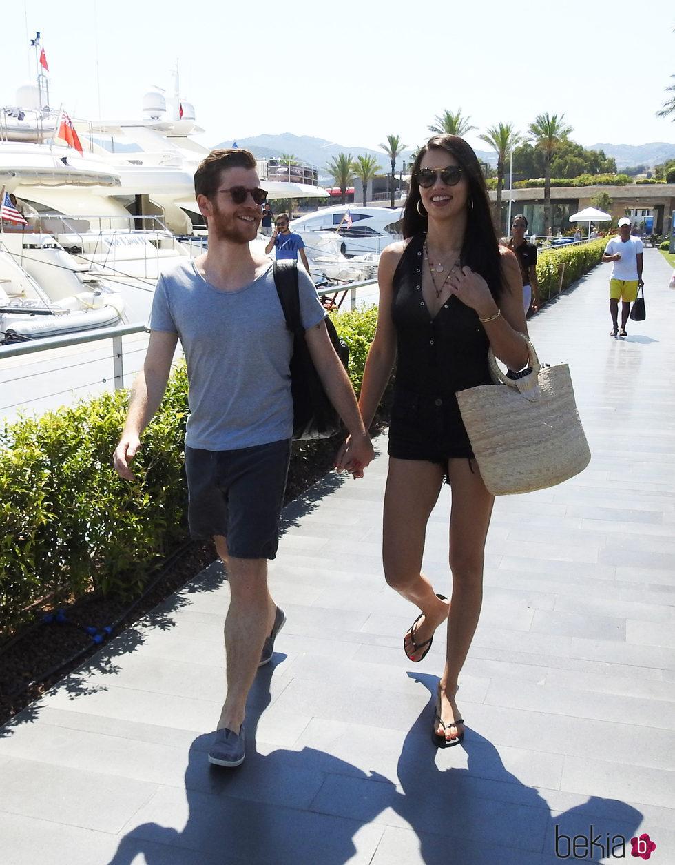 Adriana Lima y su novio Metin Hara de vacaciones en Turquía