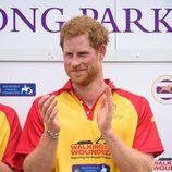 El Príncipe Harry en un partido benéfico de polo