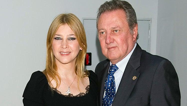 Amparo Larrañaga junto a su padre Carlos Larrañaga