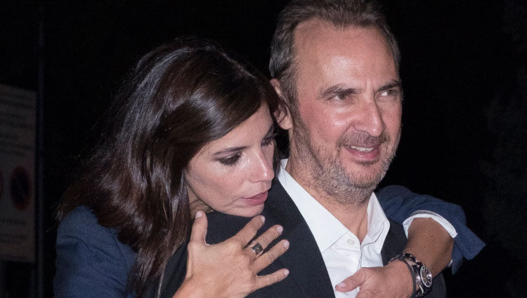 Pedro Larrañaga y su mujer Maribel Verdú en una actitud cómplice