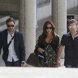 Antonio David Flores acompañado por Olga Moreno y David Flores a los juzgados