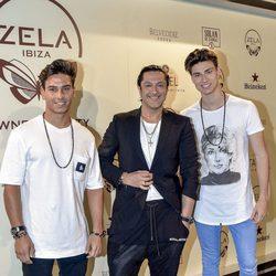 Rafael Amargo y unos amigos en el restaurante de Cristiano Ronaldo en Ibiza