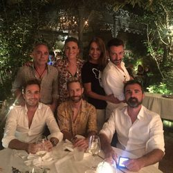 Carlota Corredera con Raúl Prieto y Joaquín Reyes, entre otros, de cena