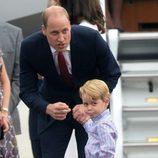 El Príncipe Guillermo con el Príncipe Jorge a su llegada a Polonia
