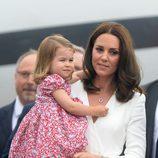Kate Middleton y la Princesa Carlota a su llegada a Polonia