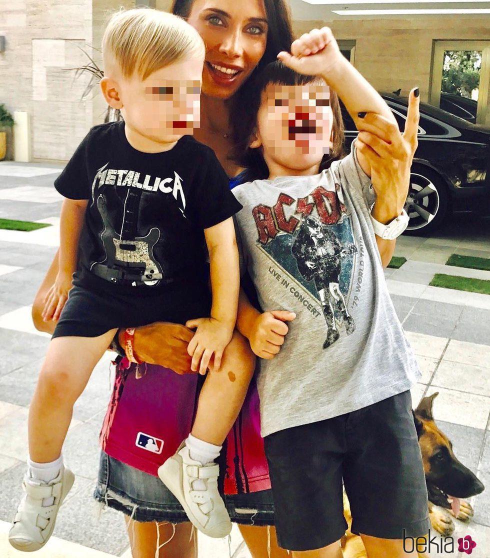 Pilar Rubio inculca el rock a sus hijos Sergio y Marco Ramos