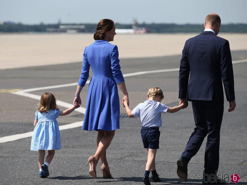 Los Duques de Cambridge y sus hijos se despiden de Polonia tras su visita oficial