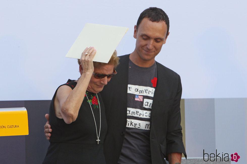 María González Corbacho y Gorka Póstugo en el homenaje a David Delfín