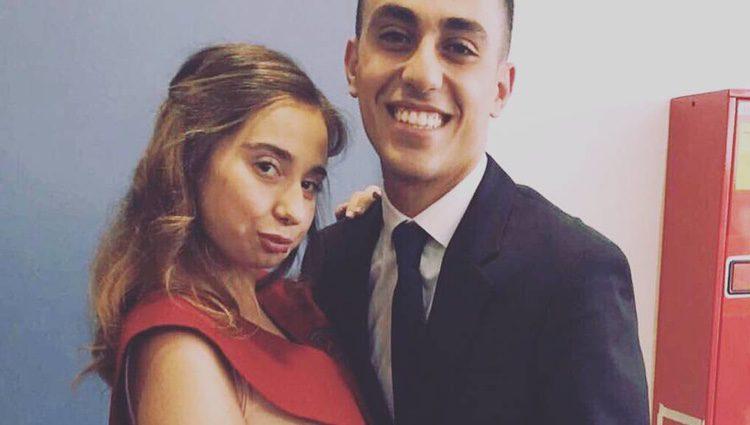 Andrea Janeiro con su amigo Isma el día de su graduación