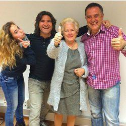 Andrea Janeiro junto a Toño Sanchís y su abuela Carmen