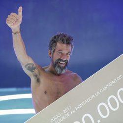 José Luis Losa, ganador de 'Supervivientes 2017', con el cheque