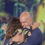 Kiko Matamoros abraza con mucho cariño a Laura Matamoros en la gala final de 'Supervivientes 2017'