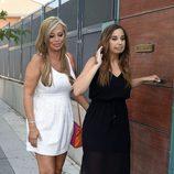 Andrea Janeiro con su madre Belén Esteban saliendo de casa para ir a su fiesta de cumpleaños