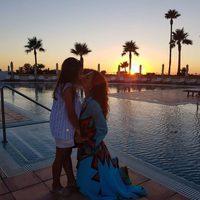 Paula Echevarría dándose un beso con su hija