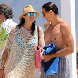 Paz Padilla y su marido Antonio en la playa de Zahara de los Atunes