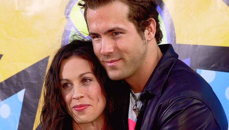 Alanis Morissette y Ryan Reynolds en los MTV Movie Awards 2003