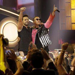 Luis Fonsi y Daddy Yankee en concierto