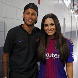 Neymar y Demi Lovato antes de un partido