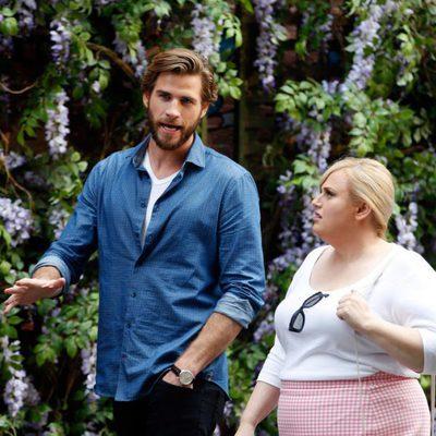 Liam Hemsworth y Rebel Wilson en el rodaje de su nueva película