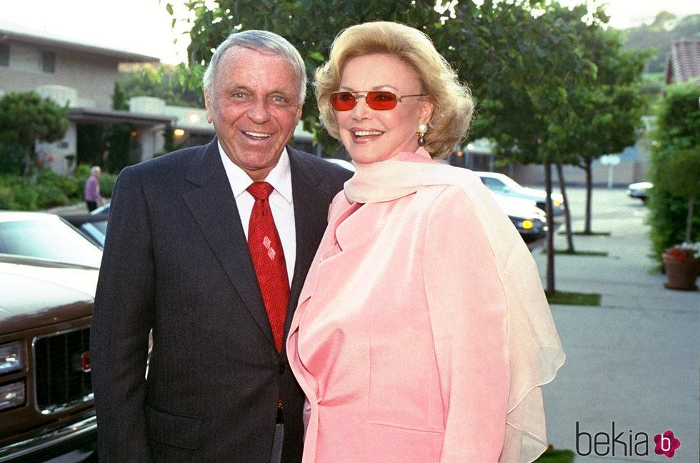 Frank Sinatra y Barbara Sinatra renuevan votos