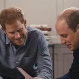 El Duque de Cambridge y su hermano, el Príncipe Harry en el documental 'Diana, nuestra madre'