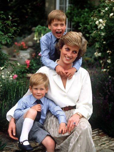Lady Di con sus hijos, el Príncipe Guillermo y  el Príncipe Harry